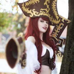 miss_fortune_cosplay_set_sail__by_tinemarieriis_d852r3t-fullview